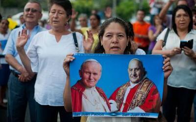 Juan Pablo II y Juan XXIII fueron proclamados papas ante 800 mil fieles