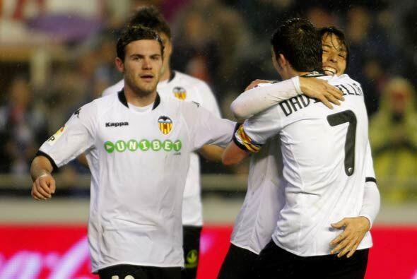 Con los tantos de Juan Mata y David Silva, el Valencia sacó el tr...