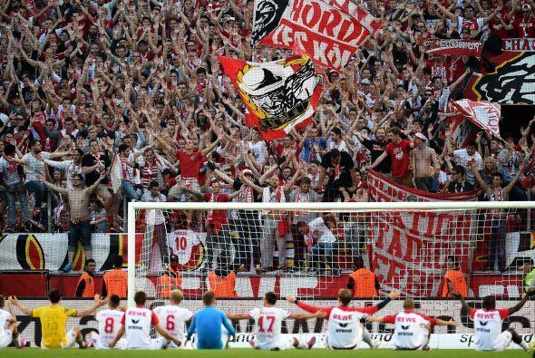 Los estadios de la Bundesliga promedian 43,200 espectadores por partido....