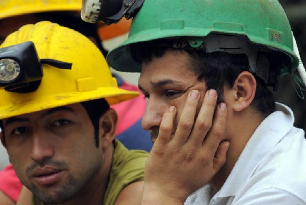 El minero agregó que el trabajo es difícil en el angosto conducto que po...