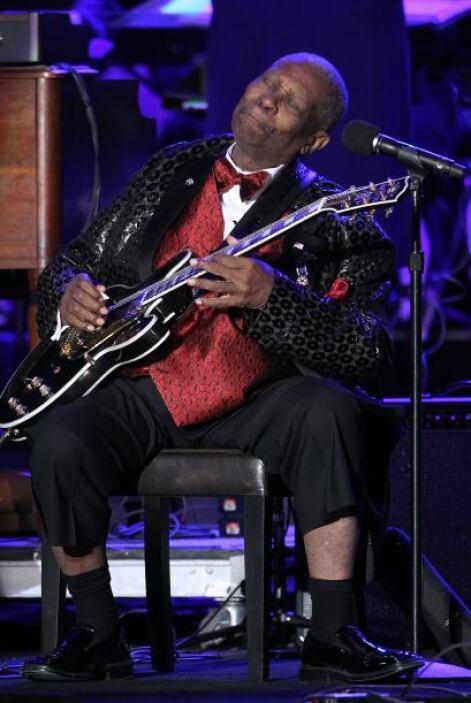 El gran B.B. King le puso calor a la helada noche con un show pleno de b...