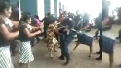Policías agreden a mujeres indígenas en Tabasco, México