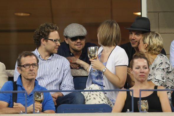 Leonardo DiCaprio y su amigo, el también actor Lukas Haas.Mira aquí lo ú...