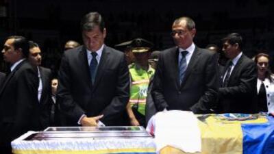 Rafael Correa medita frente al cuerpo de Christian Benítez.