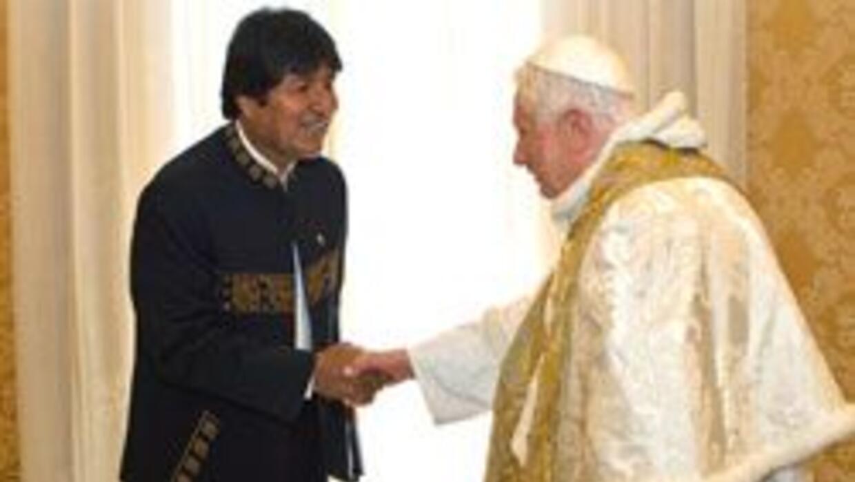 El presidente de Bolivia, Evo Morales pidió al Papa Benedicto XVI abolic...
