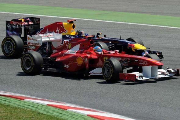 Alonso logró superar a los Red Bull de Mark Webber y Sebastian Ve...