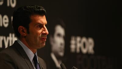 Figo dijo que la renuncia de Blatter es buena.