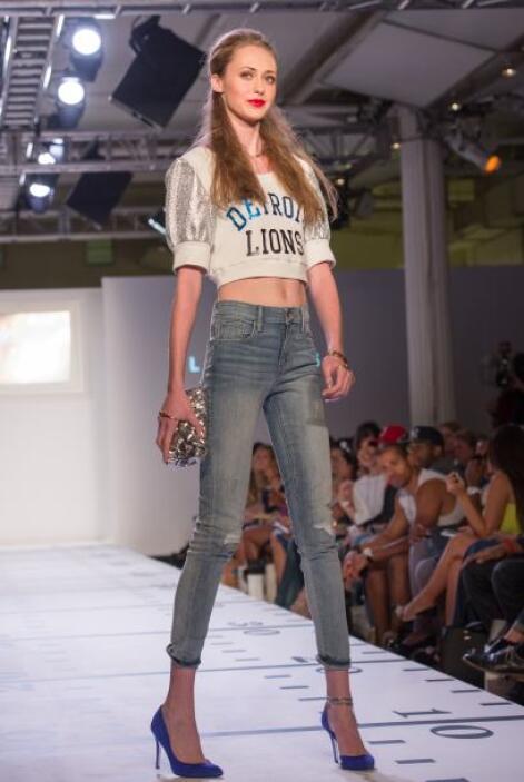 Por desgracia, la diseñadora informó que las prendas sólo eran de exhibi...