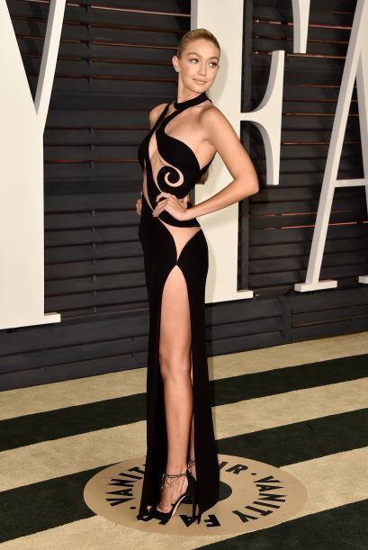 ¡Qué bueno que al menos este  Atelier Versace con siluetas...