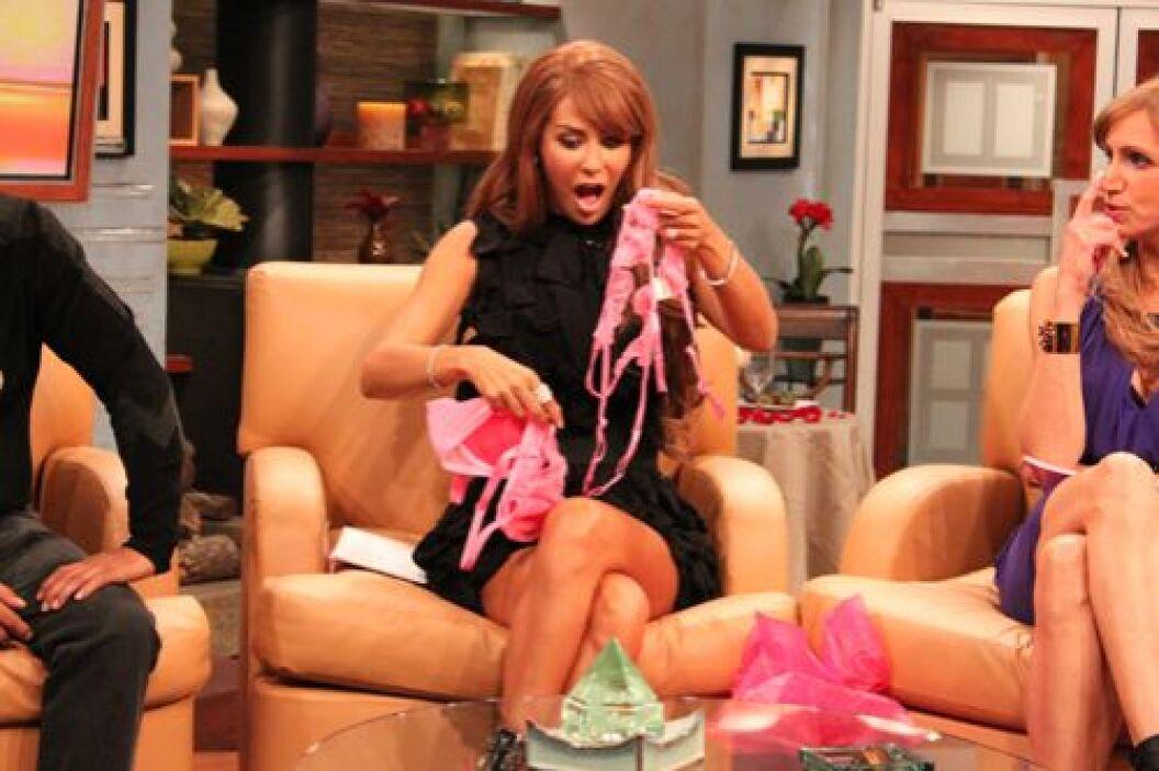 Raúl le hizo un regalo muy atrevido: lencería muy sexy.