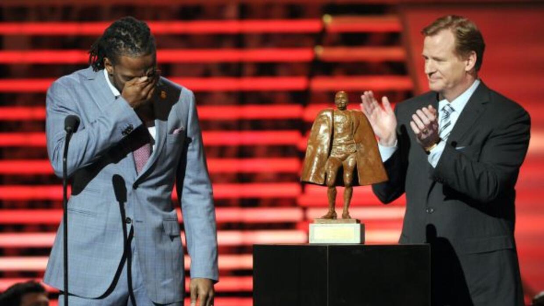 Sin duda el premio Walter Payton es uno de los más importantes y Charles...