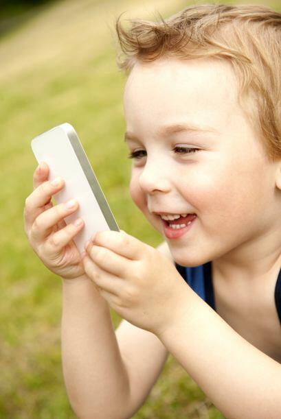 Un teléfono acorde a su edad. Cuando tu hijo empiece la escuela, puedes...