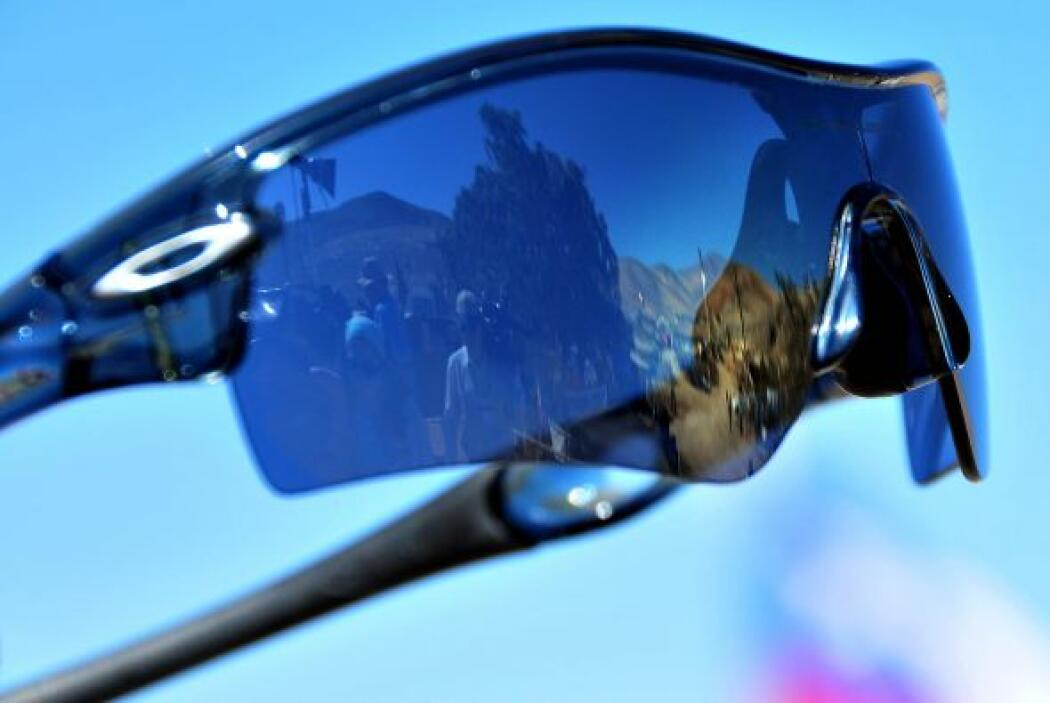 """""""El beneficio (de los lentes) es que filtra la luz del sol. No causa nin..."""