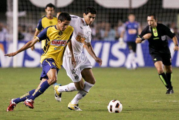 Diego Reyes (izquierda) fue de lo mejor en el América, el medioca...