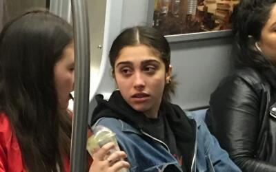 La hija de Madonna fue captada viajando en el metro de Nueva York.