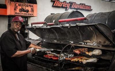 Wheaton's Eatins es un popular puesto de BBQ.