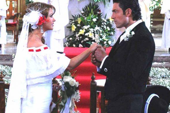 """En """"Soy Tu Dueña"""" Valentina y José Miguel derrocharon amor y pasión todo..."""
