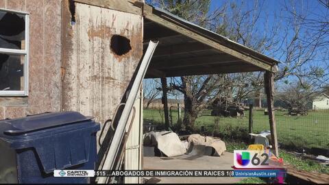 Residentes al sur de Austin continúan en espera de ayuda tras el paso de...