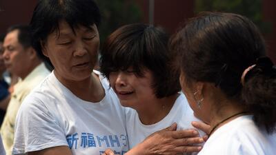 Familiares exigen respuestas tras 100 días de desaparición del MH370