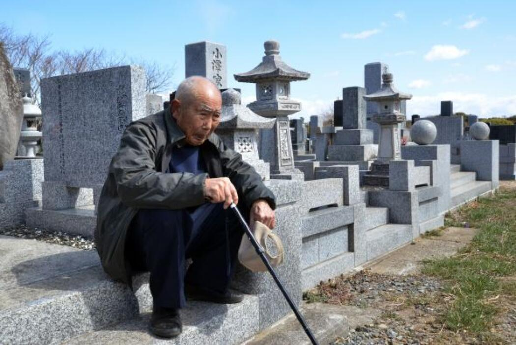 Desde la crisis, solo un hombre, Naoto Matsumura, granjero de 54 años qu...