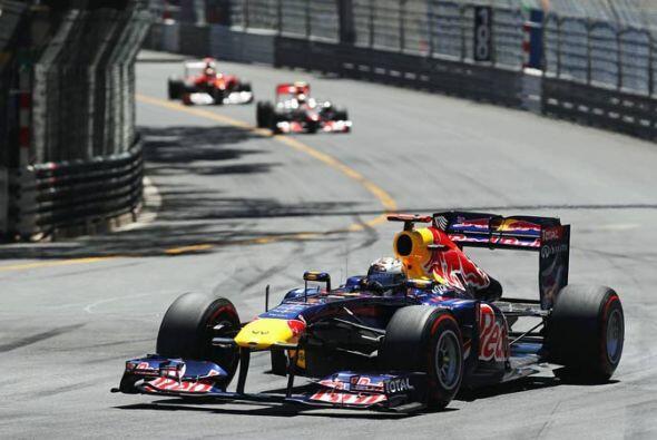 Pero Vettel empezó a abrir distancia tras las primeras vueltas de...