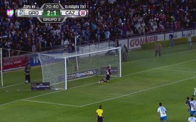 Peñalba marca desde el punto penal el 2-2 entre Cruz Azul y Querétaro