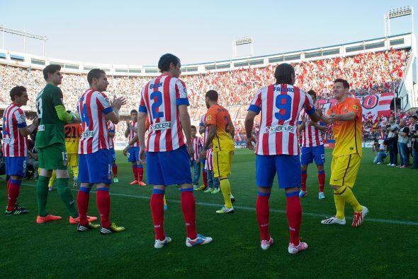 La Liga española vivió el tradicional pasillo que el equipo campeón reci...