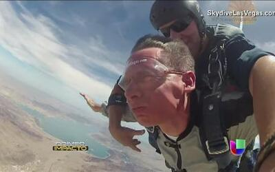 A pesar de su ceguera un hombre decidió saltar en paracaídas