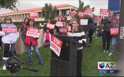 Protestan a favor del Obamacare al norte de Phoenix