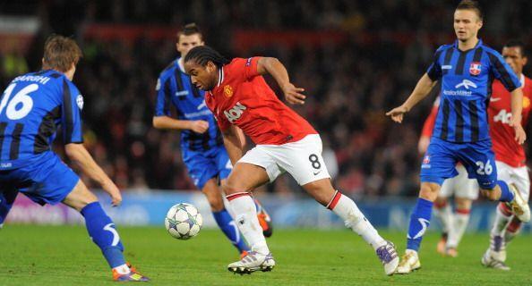 El Manchester United le ganó al Otelul con un 2 a 0 contundente.
