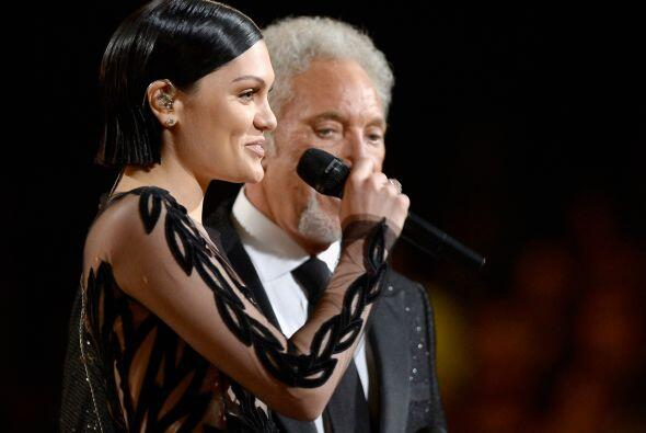 En el escenario aparecieron Jessie J y Tom Jones e interpretaron 'You've...