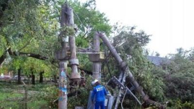 Los fuertes vientos, con rachas de más de 60 kilómetros (37 millas) por...