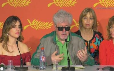 Se defiende el cineasta Pedro Almodóvar en Cannes