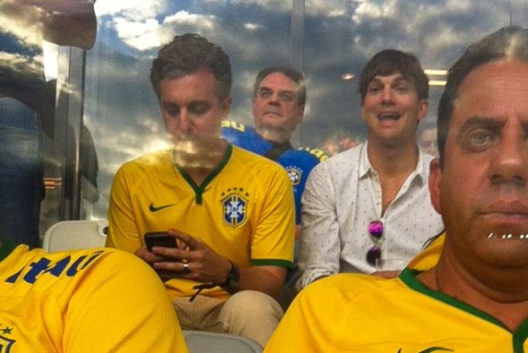 El actor dejó a su novia embarazada en casa y así lo vimos en el estadio...