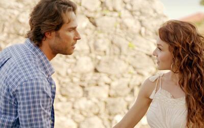 """Angelique y Sebastián te invitan a ver el gran estreno de """"Tres veces Ana"""""""