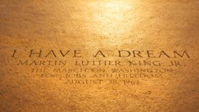 Dedica algunas horas del día de Martin Luther King Jr., para aprender so...