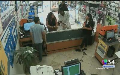 Captan a ladrones de una tienda de celulares en San Pedro
