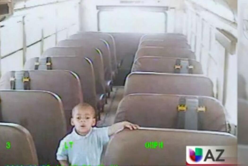 Olvidaron a un niño de cuatro años en autobús escolar.  Salen a la luz i...