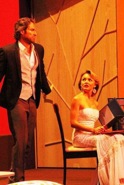 Angelique Boyer y Sebastián Rulli en Los derechos de la mujer