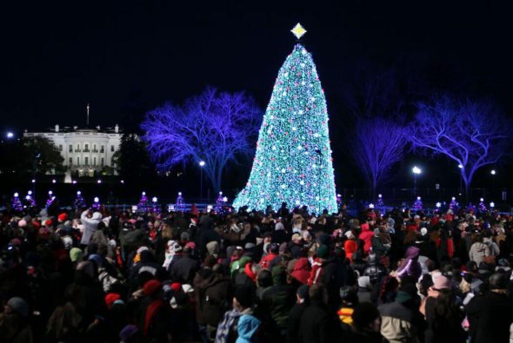 La temporada navideña llegó oficialmente el jueves a Washington. Al térm...