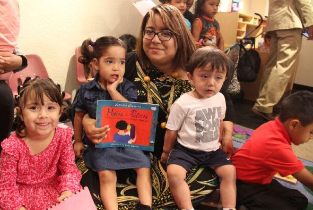Los pequeños escucharon con entusiasmo la lectura del libro de Sandra Ci...