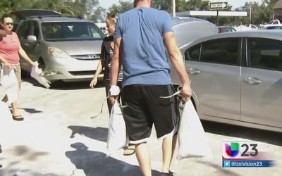 Broward repartió bolsas de arena a residentes