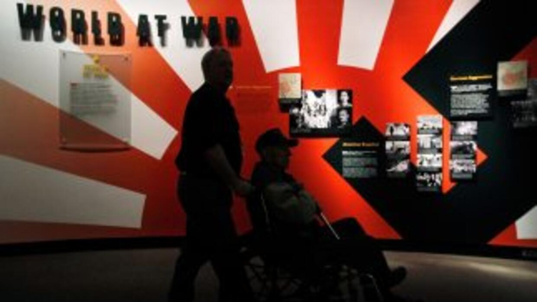 El veterano de la Segunda Guerra Mundial, de 97 años de edad,recibió el...