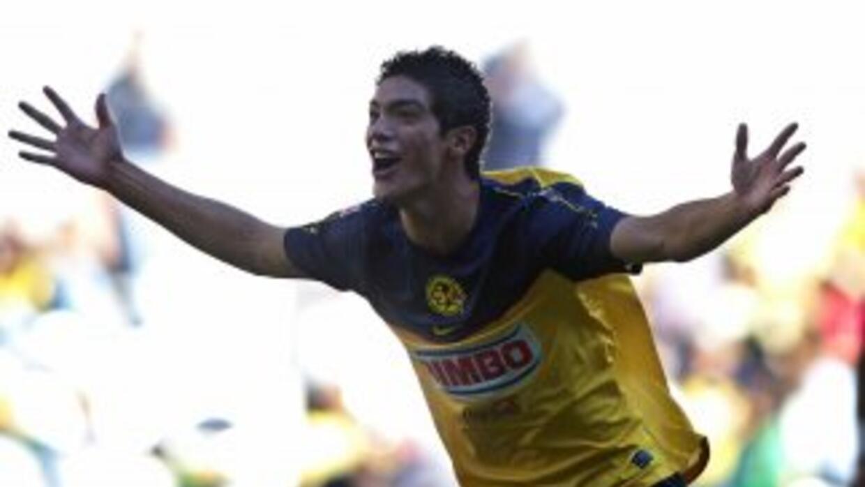 Raúl Jiménez jugando contra Puebla en el 2011.