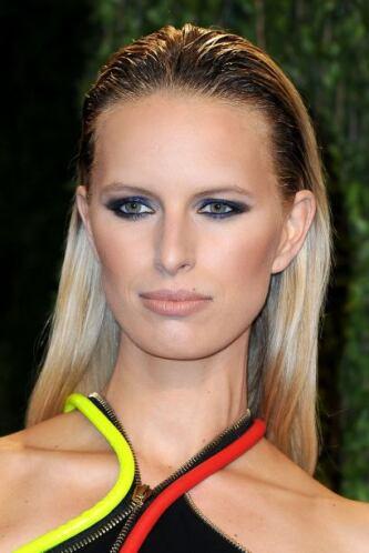 Para modelo a seguir tenemos a Karolína Kurková y su prendidísimo sombre...