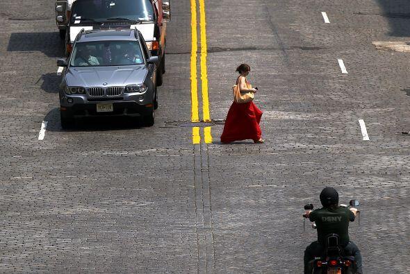 Las calles de New York se mostraron casi vacías, con la gente resguardán...