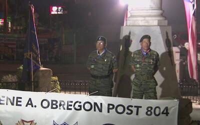 Veteranos rinden homenaje a soldados caídos en guerra con tradicional gu...