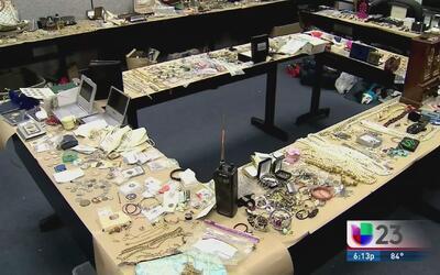 Un hombre es acusado de robar 300,000 dólares en bienes