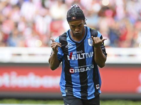 En dos partidos que ha jugado Ronaldinho con los Gallos Blancos, el astr...