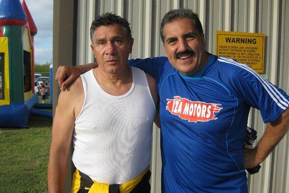 Aquí lo vemos con el ex portero argentino-peruano Ramón Quiroga.